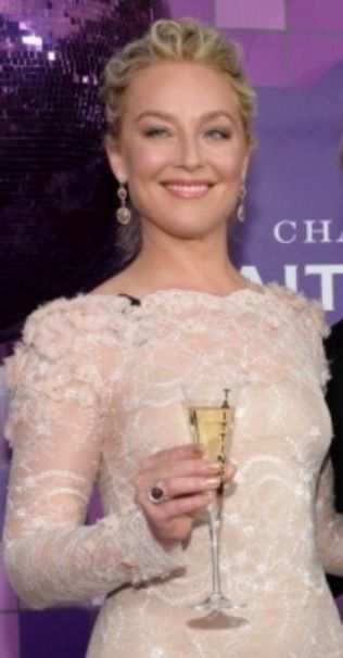<p>Elisabeth Rohm kicked off the SAG Awards with a toast. Cheers to manicurist Beth Fricke for Rohm's glittery Red Carpet Manicure in Style Savvy, Wow, and Tinsel Town. Image via @beyondbethla.</p>