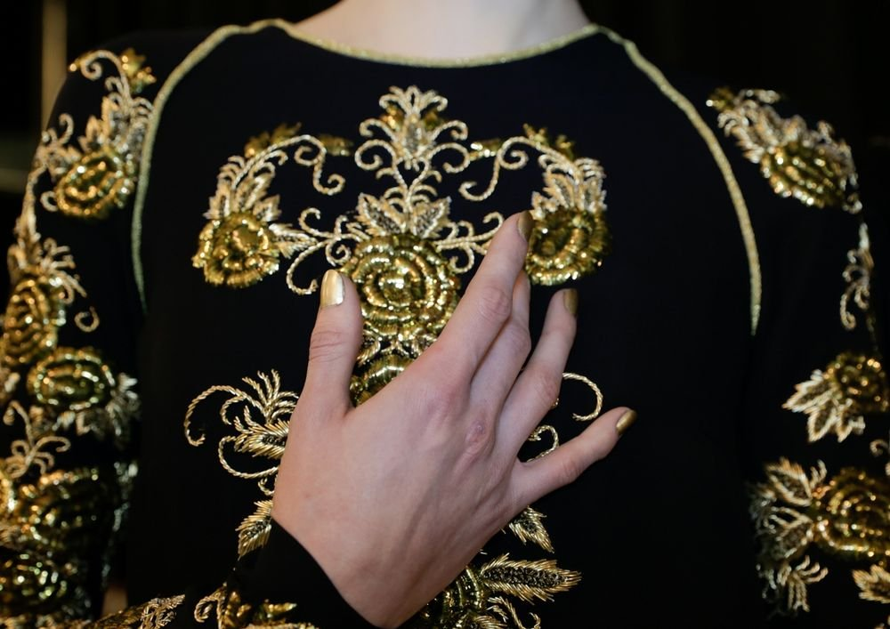 <p>Julie Kandalec created this metallic look for Naeem Khan by layering Essie Good as Gold with Shifting Powder.</p>