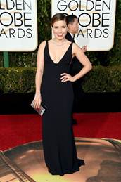 <p>Sophia Bush wore a feminine nude in Red Carpet Manicure I Simply Love Your Nails for the Golden Globes.</p>