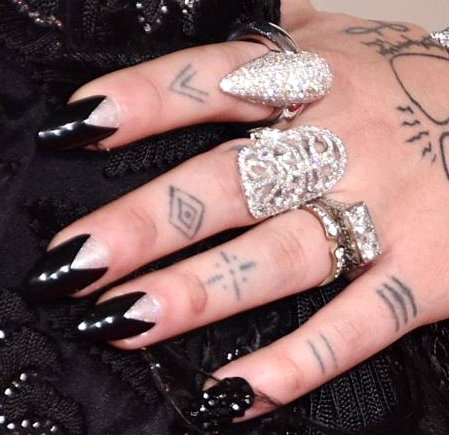 <p>Celeb manicurist Emi Kudo upgraded Elle King's diamond manicure by adding a pair of stiletto press-on nails (already shaped with a negative space) over the glitter polish for the Grammys. Image via @SHOPpr</p>