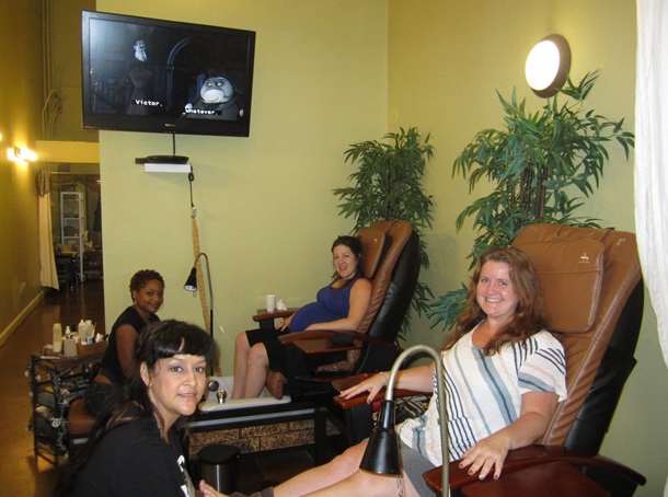 <p>At a salon in Austin, Texas with my very pregnant friend Jen.</p>