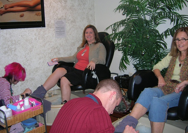 <p>At a salon in Virginia Beach with my mom. She used to love the perks of my job too!</p>