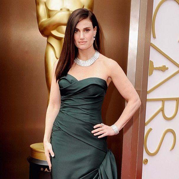 <p>Idina Menzel wore Essie's Blushing Bride to the Oscars. Image via @essiepolish.</p>