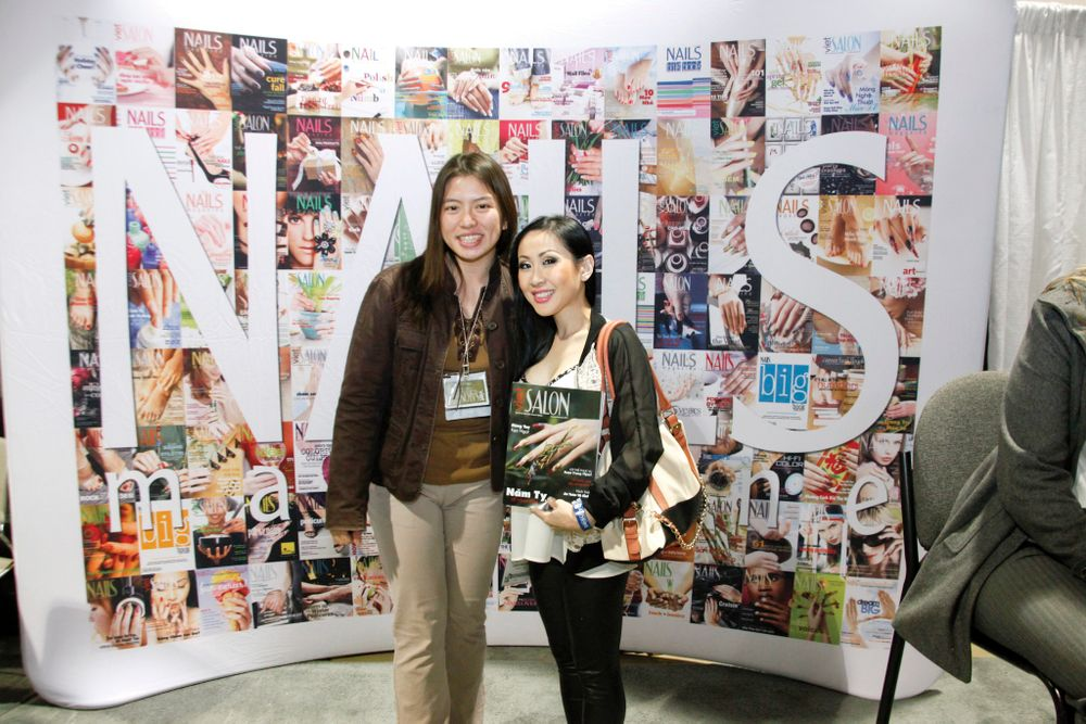 <p>VietSALON associate editor Kim Pham chatted with salon owner Cammy Nguyen at the NAILS booth.</p>
