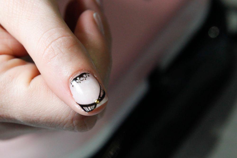 "<p>Mod French twist nail art by <a href=""https://www.instagram.com/beaute_asylum"">@beaute_asylum</a></p>"