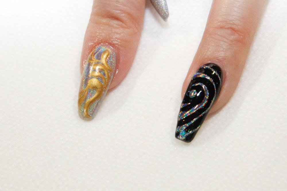 "<p>Holo nails by <a href=""https://www.instagram.com/matthew.75/"">@matthew.75</a></p>"