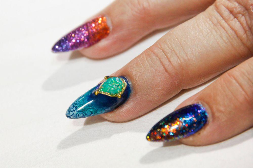 "<p>Liquid jeweled nail art by <a href=""https://www.instagram.com/natsukikuga/"">@natsukikuga</a>, <a href=""https://www.instagram.com/kokoistusa"">Kokoist</a></p>"