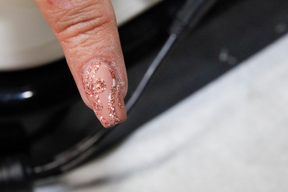 """<p>Matte and glitter nail art by <a href=""""https://www.instagram.com/customtnails1"""">@customtnails1</a></p>"""