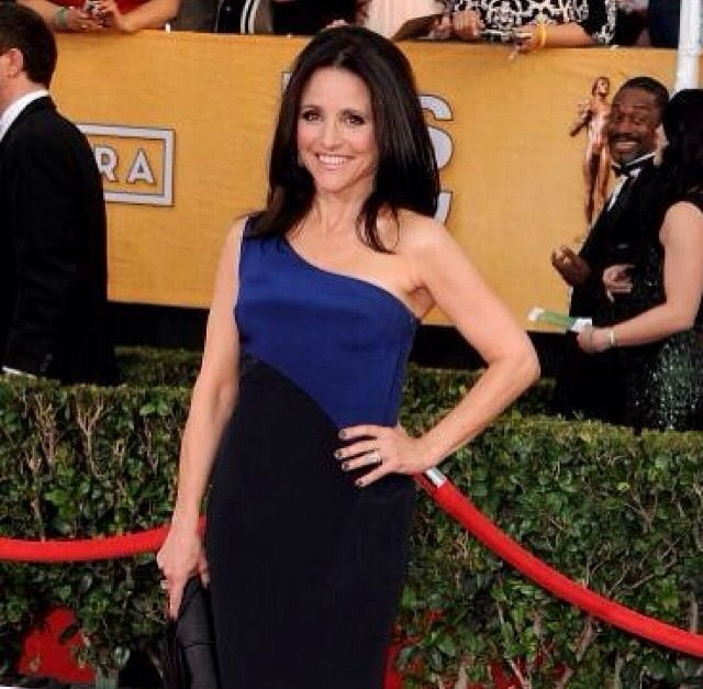 <p>Julia Louis-Dreyfus shows off her Essie Smokin' Hot manicure at the SAG Awards. Image via @essiepolish.</p>