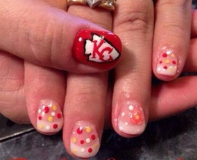 <p>Kansas City Chiefs nail art by&nbsp;Traci Reuer</p>