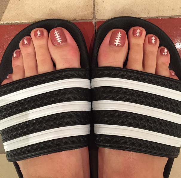 <p>Katy Perry's toe nails are ready for her half-time close-up thansk to celeb nail tech Kimmie Kyees.&nbsp;</p>
