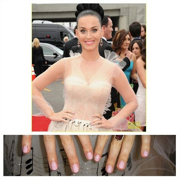 <p>Kimmie Kyees dusted Katy Perry's digits with Cover Girl Ever Bloom for music's biggest night. Image via @kimmiekyees.</p>