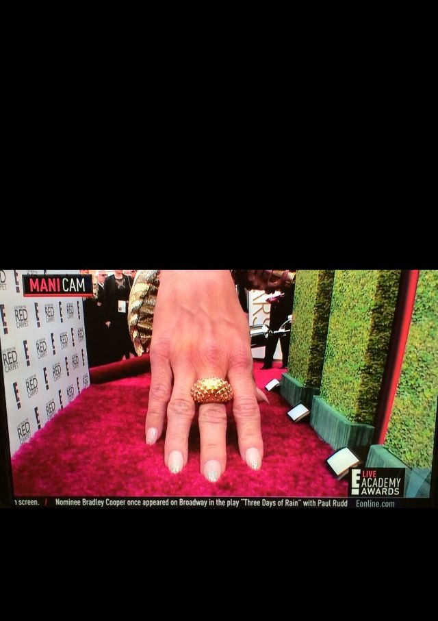 <p>Kristin Chenoweth showed off her nude almond nails for E!'s manicam. Image via @eonline.</p>