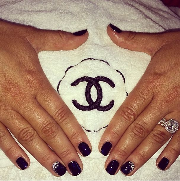 <p>Manicurist Ashley Johnson used Chanel Blue Satin and bling for Kaley Cuoco's SAG nails. Image via @ashlie_johnson.</p>