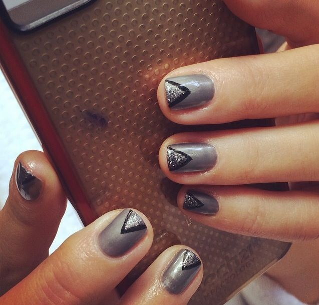 <p>Maria Menounos's completed mani courtesy of Katie Jane Hughes and butter LONDON. Image via @katiejanehughes.</p>