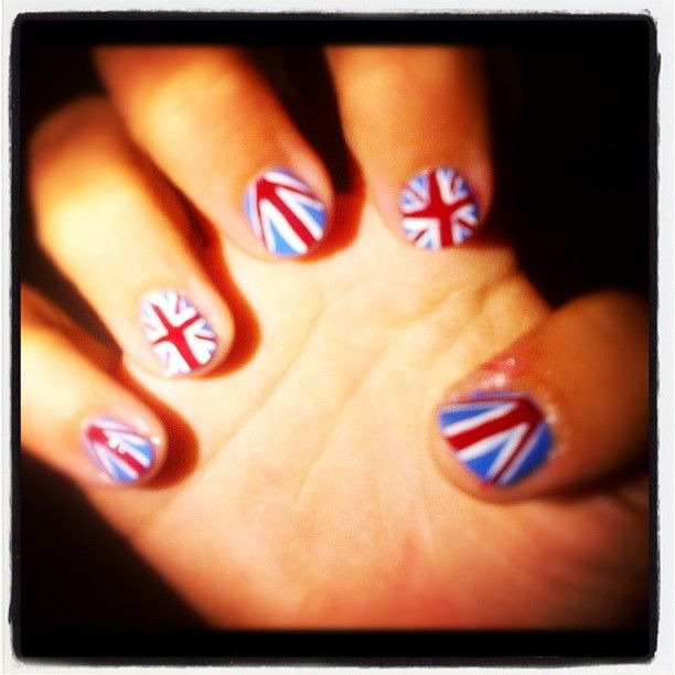 """<p>Team GB tennis star Laura Robson (she won a silver medal in mixed doubles with partner Andy Murray) posted this pic on Twitter with the words, """"So ready for the Olympics to start!""""</p>"""