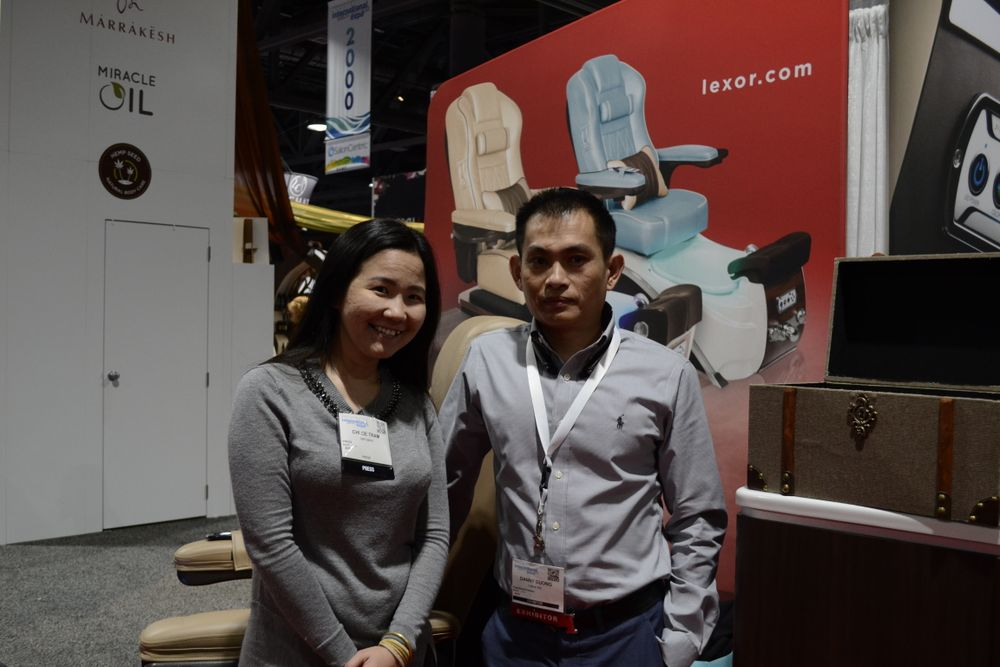 <p>VietSALON editor Anh Tran with Danny Duong of Lexor.</p>