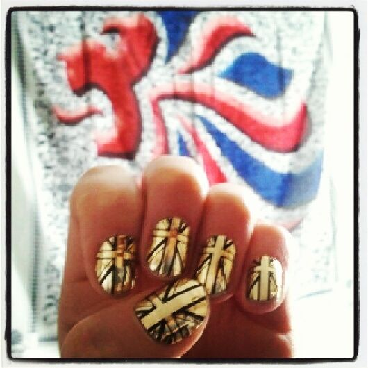 <p>Team GB gymnast Lynne Hutchison tweeted this photo of her golden flag nails. Photo from Twitter.&nbsp;</p>
