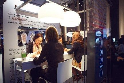 <p>At an <strong>essie</strong> pop-up salon in the main lobby at Fashion Week, guests were invited to enjoy a signature essie manicure with a top-celebrity manicurist.&nbsp;</p>