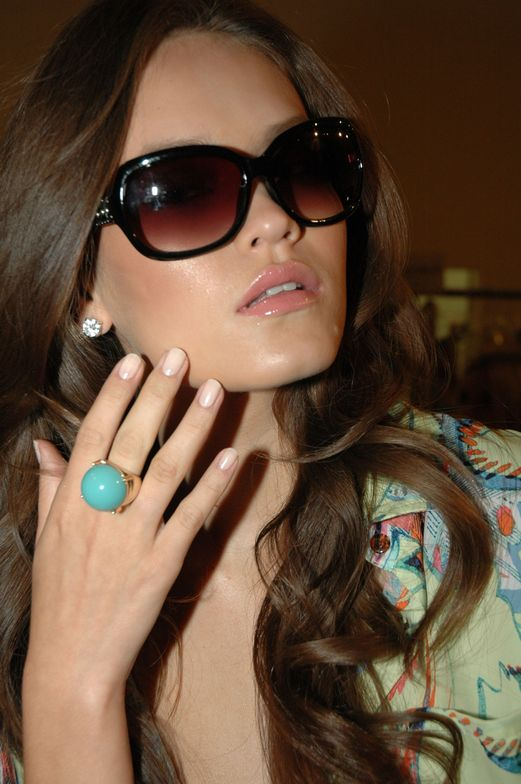 <p>Designer Daisy Fuentes worked with Pattie Yankee and the <strong>Dashing Diva</strong> nail team to create a natural nail look that would complement the simplicity of her line.&nbsp;Yankee used Dashing Diva&rsquo;s Fashion Week polish to create the look on both hands and feet.</p>