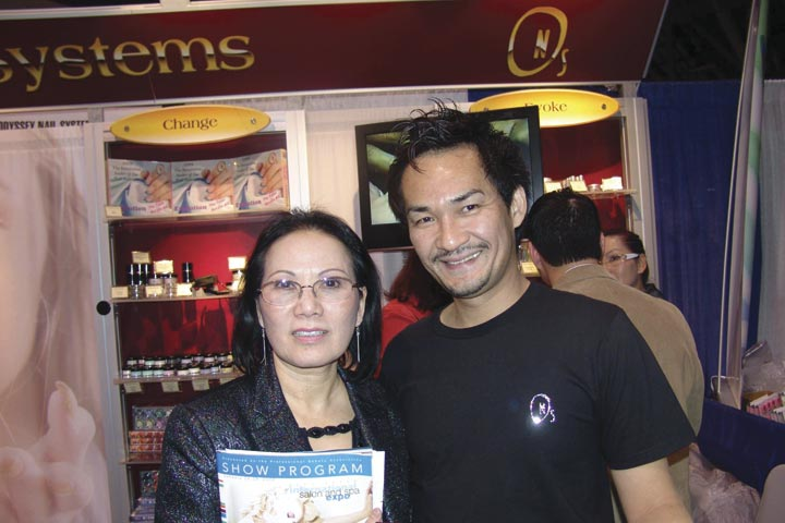 <p>Khanh Tran, a representative from the UFCW Local 5 union, stopped to catch up with Odyssey owner and top competitor Trang Nguyen.</p>