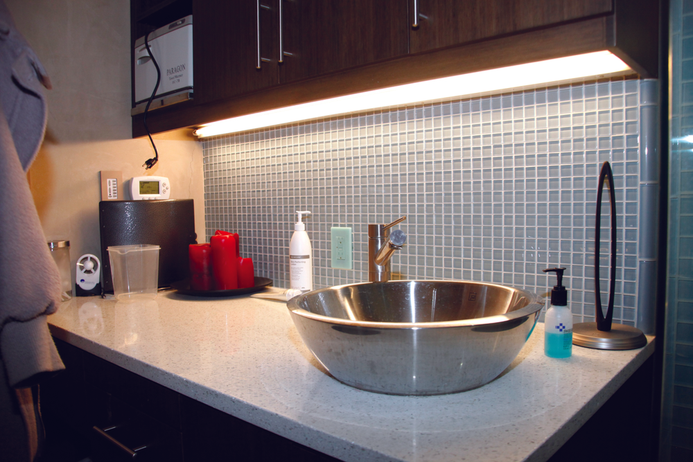 <p><strong>Low-Flow Fixtures</strong><br />As mandated by building codes (which may affect your salon in its location as well), ROB|B features low-flow toilets and faucets, which saves water.</p>