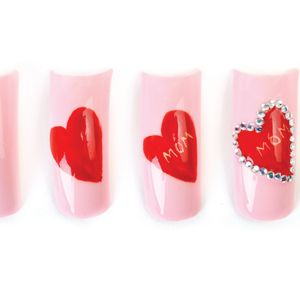 1. Apply a base coat and medium pink polish to the nail, and allow to dry.
