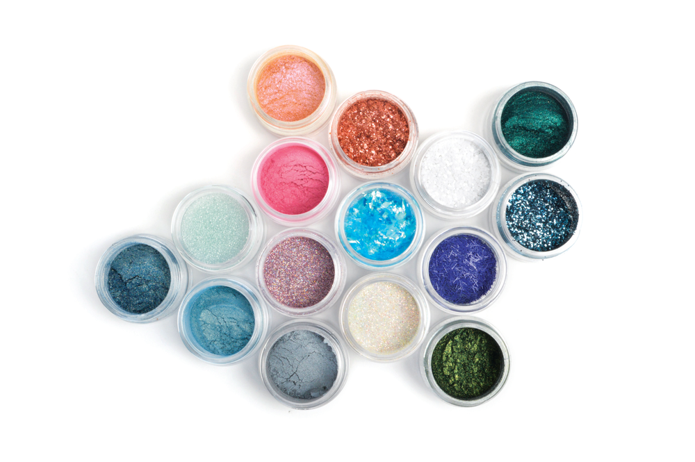 "<p>Incorporate complementary CND Additives to add texture and dimension to your favorite nail styles. Additives can be blended into Vinylux Weekly Polish or any sculpting powder or gel, or layered over CND Shellac. <a href=""http:// www.cnd.com""> www.cnd.com</a></p>"