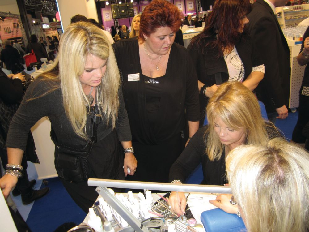 <p>California-based nail tech Elsbeth Schuetz showed attendees at the Nail Selection booth how to create simple nail art designs with brush-on gel-polish and glitter.</p>