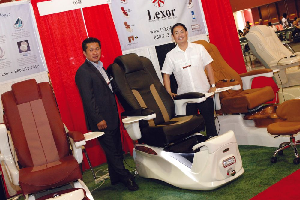 <p>Lexor&rsquo;s John Pham and Chris Long promoted Lexor&rsquo;s new Infinity chair with AutoClean&trade; technology.</p>