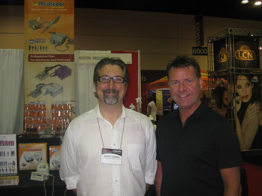 <p>Robert Munkel and Steve Wallace manned the Medicool booth, offering attendees help selecting e-files and bits.</p>