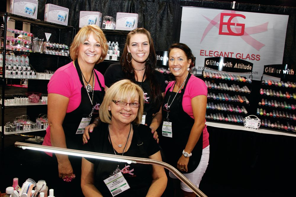 <p>Educators Cathy Isakson, Ashley Morrow, Jennifer Wood, and Myra Isakson had fun with glitter at the Elegant Glass booth.</p>