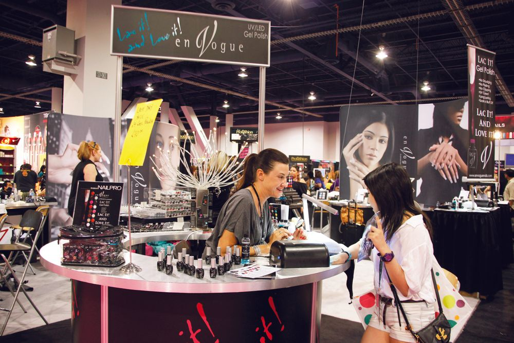 <p>En Vogue&rsquo;s Shannon Trapp helped show attendees at their Lac It! gel polish station.</p>