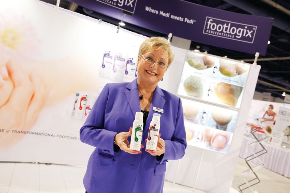 <p>Dr. Katharin von Gavel shows Footlogix&rsquo;s new holographic packaging at the company&rsquo;s new booth.</p>