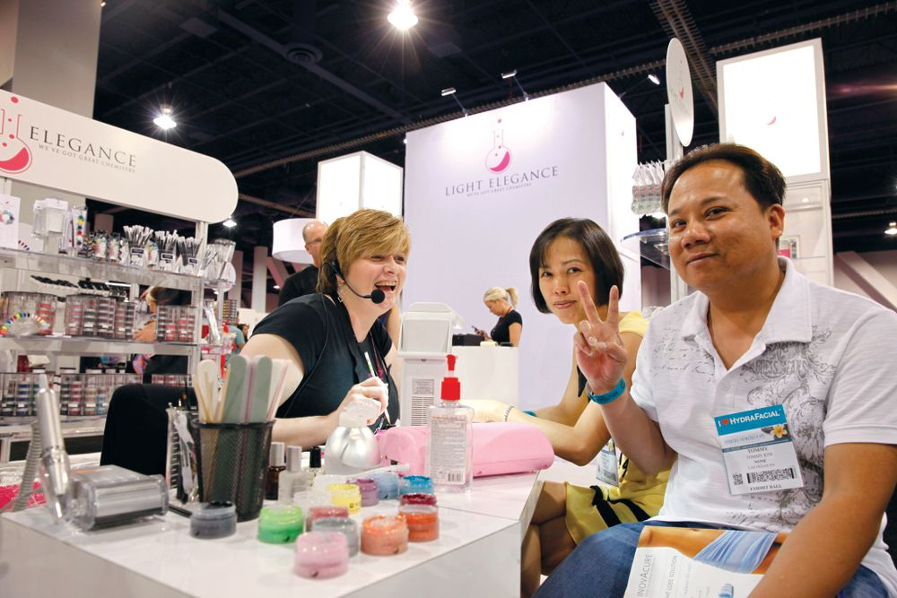 <p>Light Elegance&rsquo;s Darcy Olin shares laughs and techniques with Phuong Tran and Tommy Kim.</p>