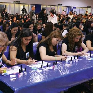 Largest Nail Art Lesson Ever Sets Guinness Record