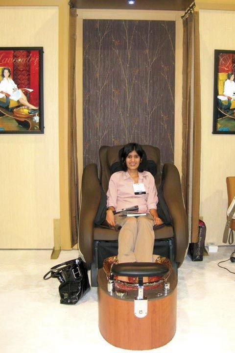 <p>Managing editor Sree Roy tried out Gulfstream&rsquo;s La Rosa chair.</p>