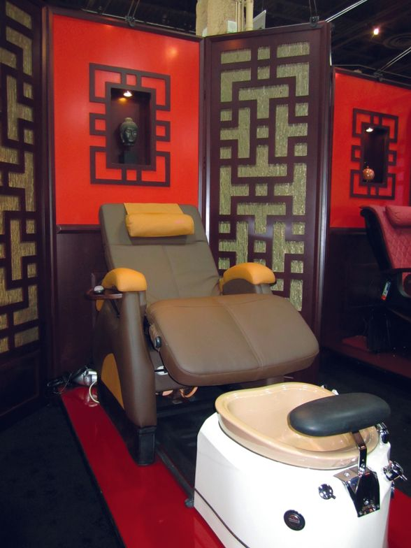 "<p><span style=""font-size: xx-small;""><span lang=""EN""> <p align=""left"">In a special partnership, Super Relax Zero-Gravity chairs are now available with Gulfstream&rsquo;s pedicure spas. Gulfstream is also offering these unique room dividers and backdrops for salon purchase.</p> </span></span></p>"