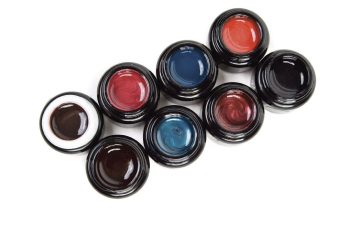 "<p><a href=""http://www.envoguenails.com"">En Vogue</a>&nbsp; has eight new colors for its fall gel collection. The gels offer a high level of pigment and are sure to stand out on the client&rsquo;s nail. The colors are Denim, Azure, Paprika, Crantini, Cocoa Bean, Crown Jewel, Safari Bronze, and Midnight Summer.</p>"