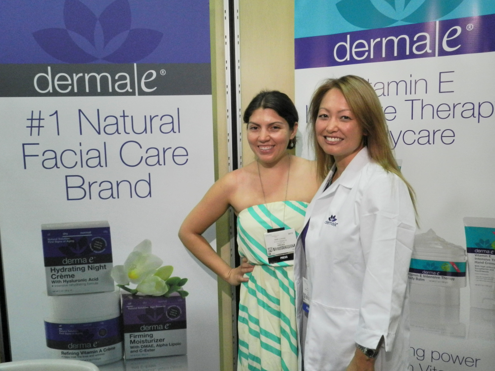 <p>Beth Livesay chats with Jenn Norman of Derma E before receiving a comprehensive skin analysis, one of the many perks the company offered to show attendees.&nbsp;</p>