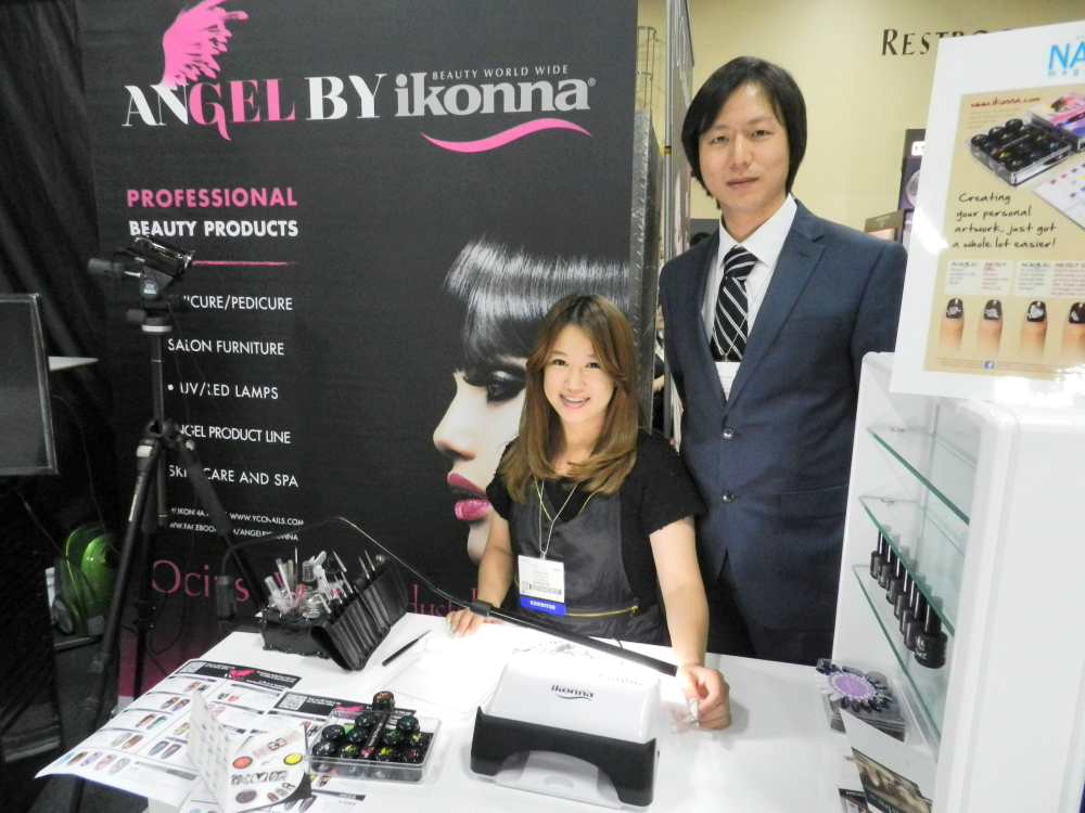 <p>James Chang of Ikonna and nail tech Albee Chen demonstrated how to use the brand's newest artist gel, AnGel.&nbsp;</p>