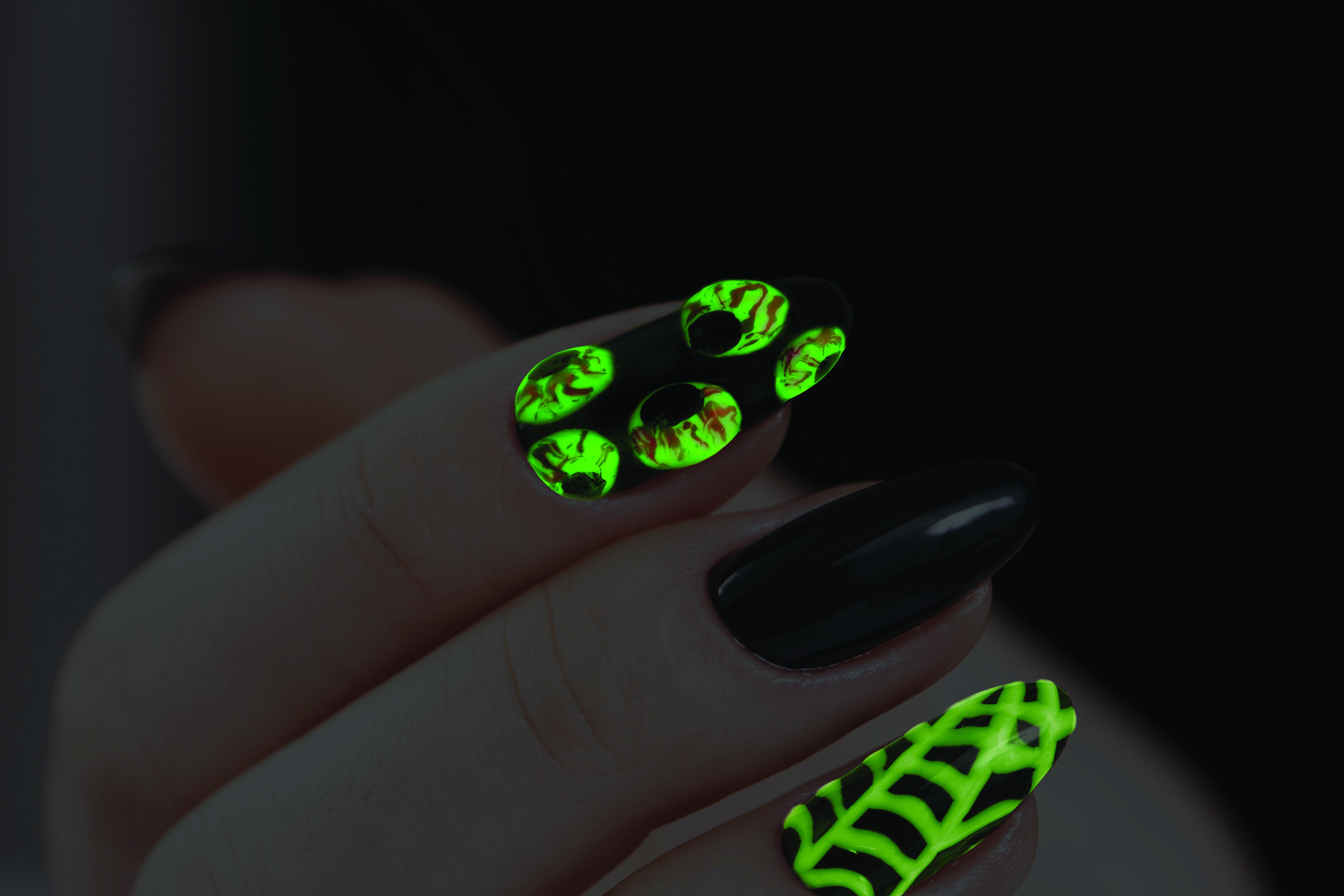 Gel II Glowing Eyeballs Halloween Nail Art Tutorial