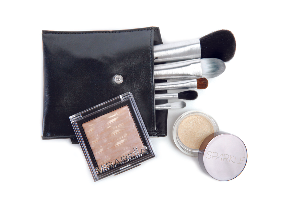 "<p>Mirabella Beauty launches its Sparkle collection this holiday season. Two new limited edition products including Glitter Glaze eye shimmer and Swirling Pearl Brilliant highlighter will be available along with the Holiday Travel Brush Set for professional looking touch-ups. <a href=""http://www.mirabellabeauty.com/"">www.mirabellabeauty.com</a>. </p>"