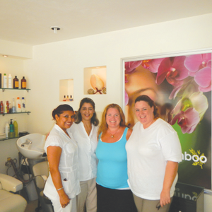 That's me with nail tech VeronicaEspinosa, salon manager Helen Lopez,and nail tech Mariana...