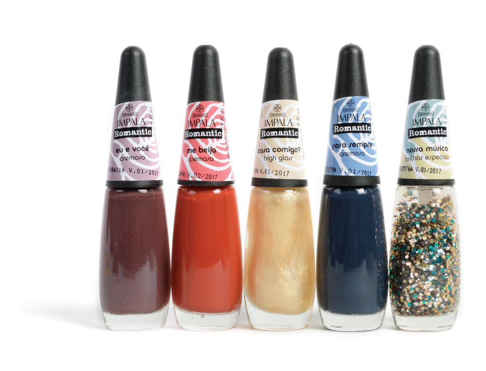 <p>Romance is in the air with Mundial Impala&rsquo;s winter collection, Romantic. Inspired by a modern romance where anything can happen, this set includes seven bold and daring colors in a gray, gold, and copper palette and includes glitters.&nbsp;</p>