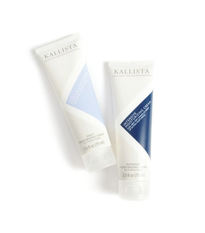 <p>Kallista&rsquo;s holiday hand care promotion includes one Kallista Daily Moisturizing Cream and one Kallista Intensive Moisturizing Cream packed together in an organza pouch that includes a holiday card. &nbsp;</p>