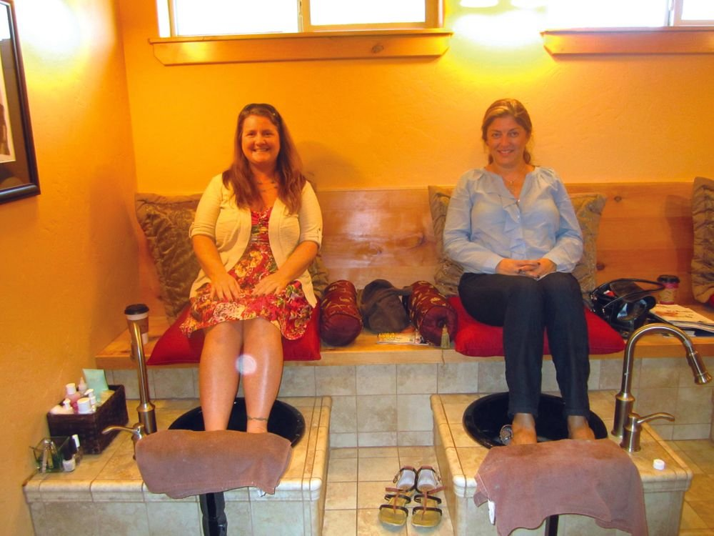 <p>With NAILS publisher Michelle Mullen at Hip Chicks Salon in Redmond, Ore.</p>