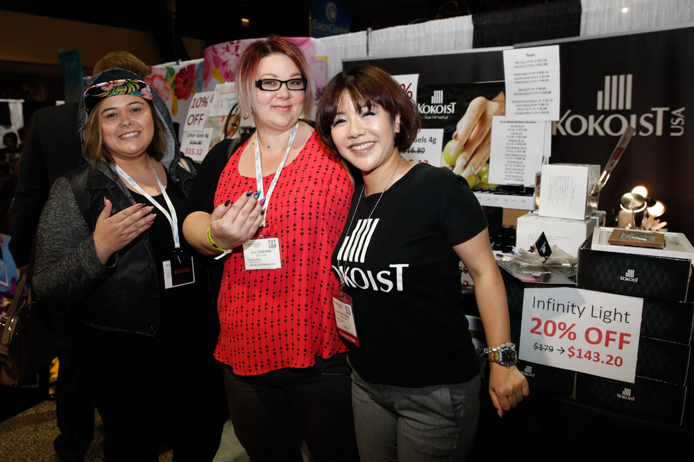 <p>Linda Ibarra and Jill Ogborn with Kokoist Japan's Natsuki Kuga</p>