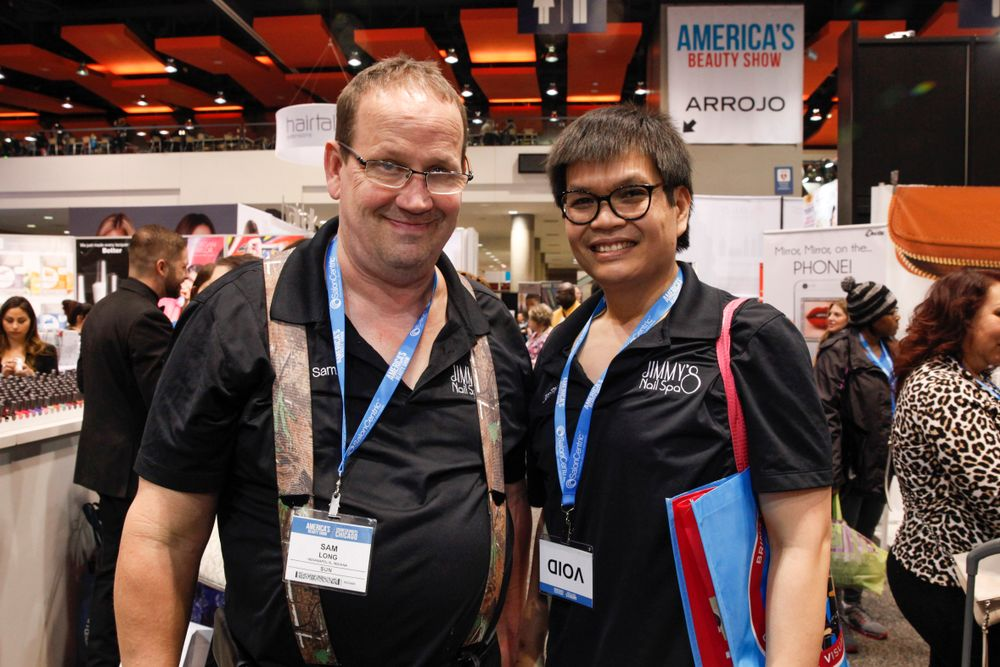 <p>America's Beauty Show attendees and long-time friends to VietSALON Magazine</p>