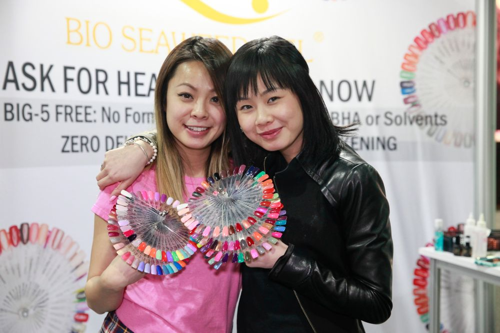 <p>Sisters Sarah and Hellen Luu show Bio Seaweed Gel's wheels of color and nail art.</p>